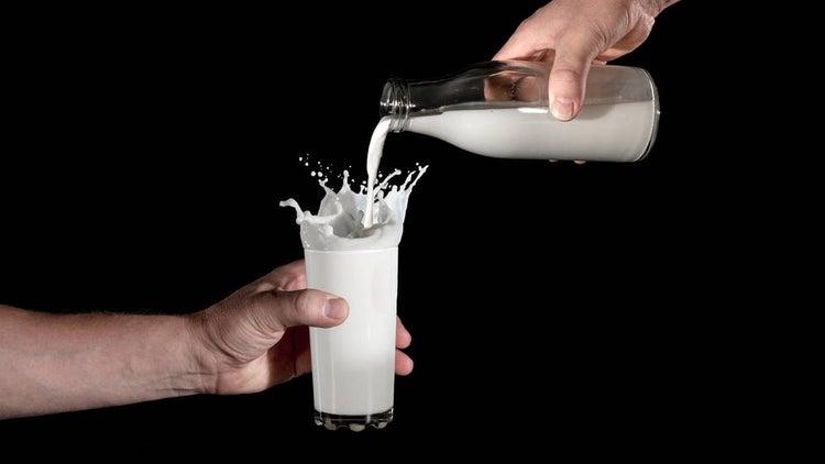 ¿Qué leche de vaca es más saludable si quiero hacer dieta? ¿Entera, semi o desnatada?